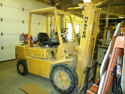 Picture: 1973 Hyster H60XL Forklift w/3 Stage Mast