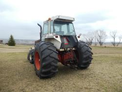 Picture: Case 2390 Tractor w/Case FEL & Grapple