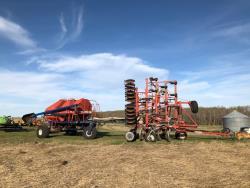 Picture: Morris Maxum Air Drill – 34 FT w/Steel Packers, & Morris 7180 VRT Grain/Fertilizer & Granular Applicator Tanks   Farm King 50 Ft Hyd. Harrow Bar w/Spring Tine Harrows